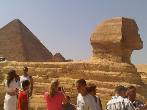 the-great-sphynx-and-keops-pyramid